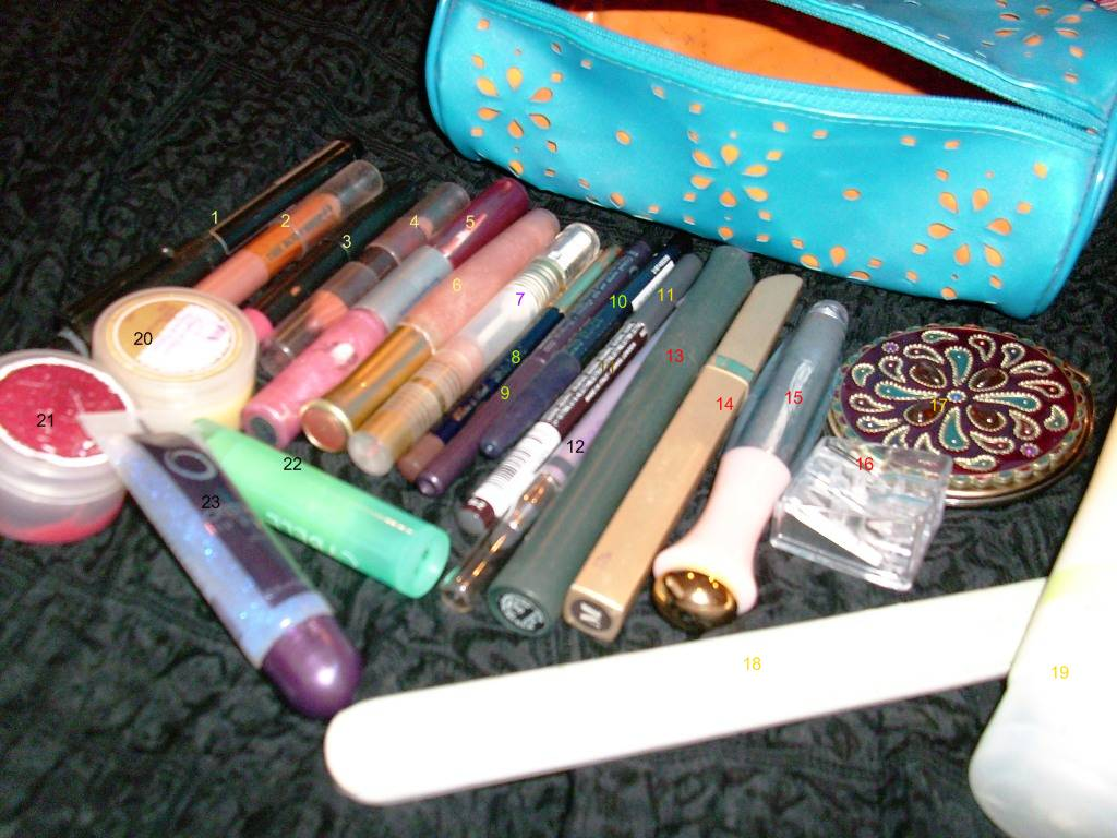 makeup-bag-contents