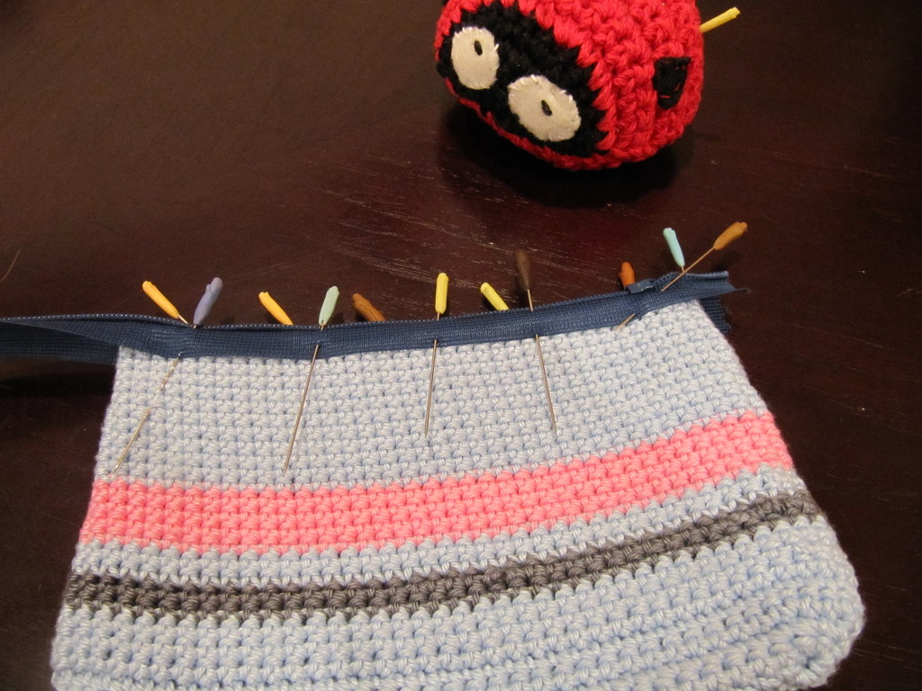 Quick and dirty way of adding a zipper to a crochet pouch the c side pins added to crochet pouch ccuart Image collections