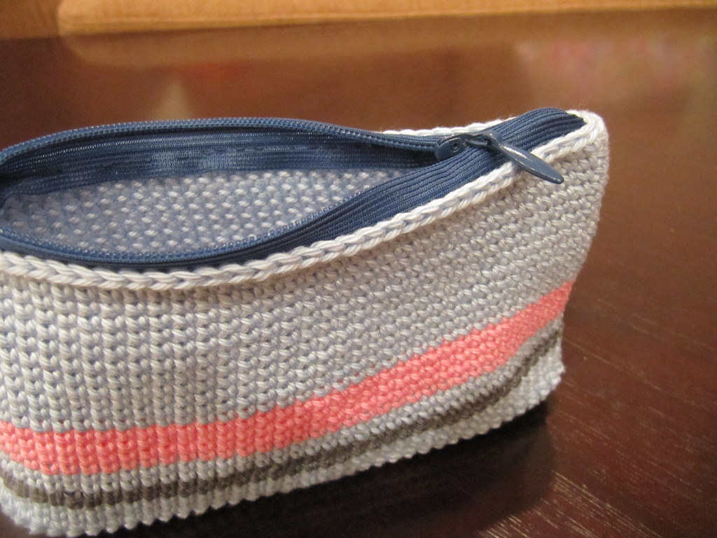 Crochet Zipper Pouch Tutorial : test your zipper enjoy your new zipper